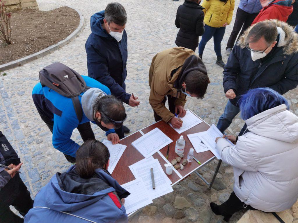 Recogida de firmas para evitar la masificación eólica de la provincia de Teruel